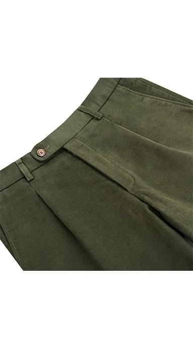 Modne spodnie męskie chinosy w kolorze zielonym