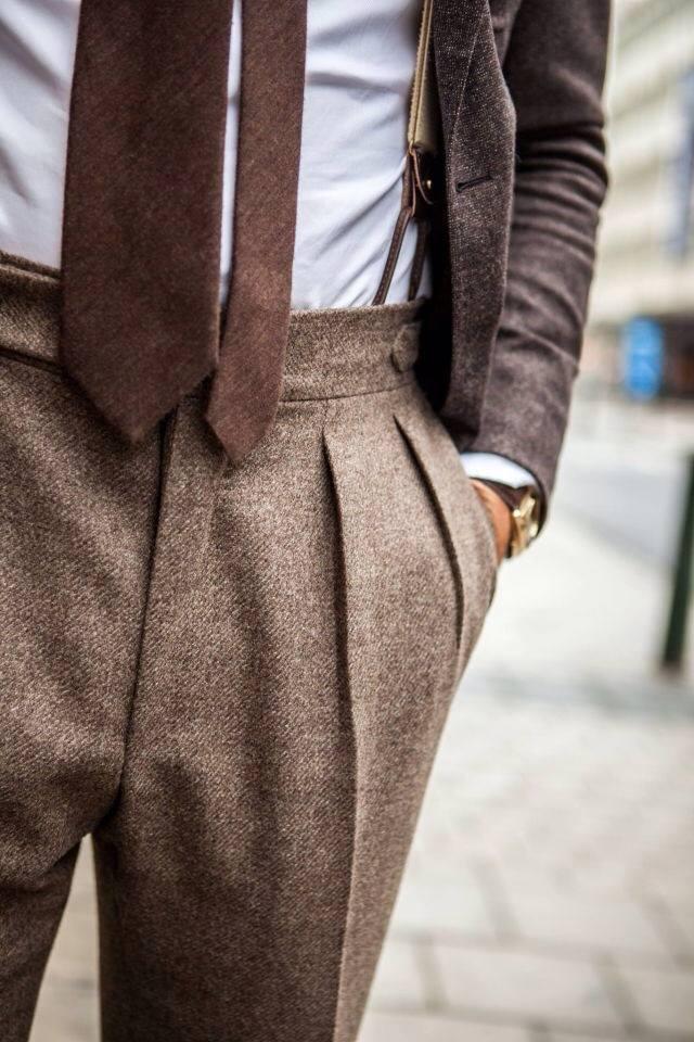 Spodnie z bocznymi regulatorami